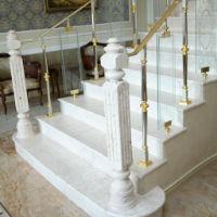 Изготовление лестницы из мрамора