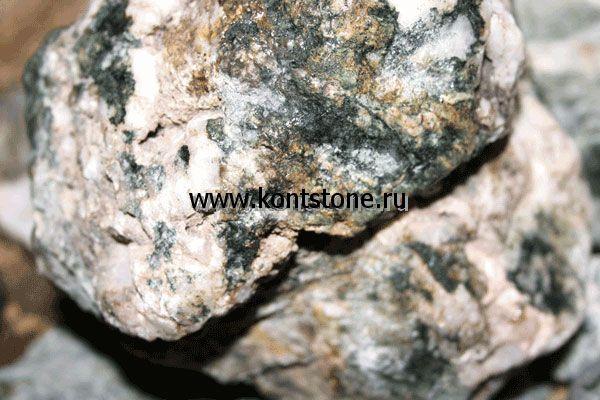 Плотность гранита — 2600 кг/м³, прочность на сжатие до 300 МПа